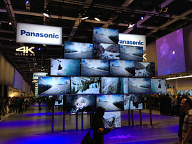 IFA_IBC_2013-Panasonic_smart_TV_wall