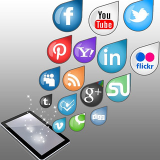 HelloSoft Social Communicator: VoIP solutions beginning to gain social networking support